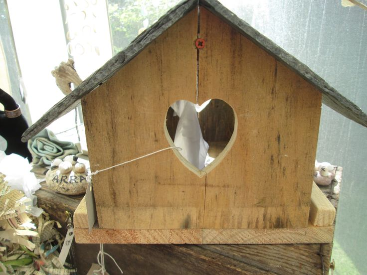 Using pallet wood and old slates to create stunning bird houses.