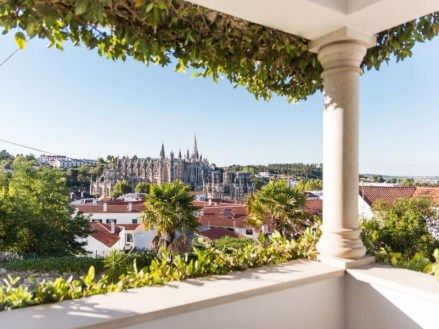 If you want to spend the night in Batalha choose Hotel Casa do Outeiro, one of the best hotels in the centre of Portugal .