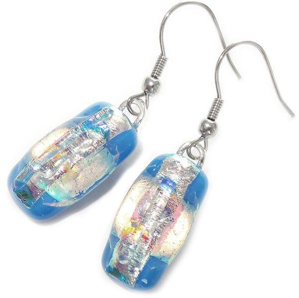 Luxe blauwe glazen oorbellen van allerlei soorten dichroide glas! Inclusief rubberen oorbelstoppers!