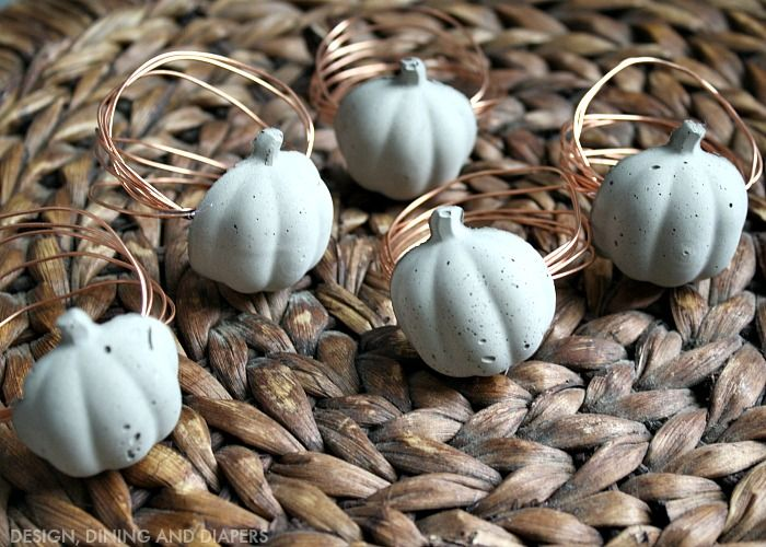 concrete pumpkin napkin rings for Thanksgiving. These look really easy to make...funky and fun!