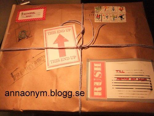 Tyckte att jag var lite vitsig när jag gav bort en brevlåda inslagen som ett postpaket. Komplett med poststämpel och etiketter. Papper från en papperskasse.
