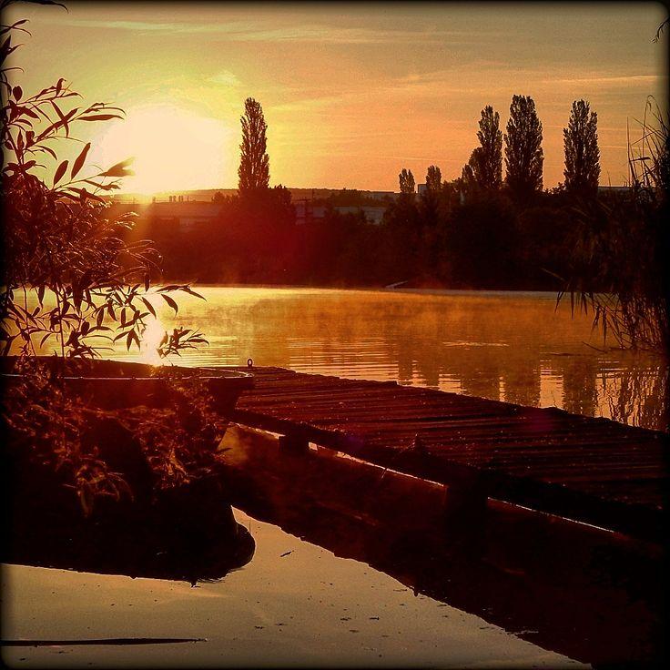 Almádi Ildikó Napfelkelte  Számomra az egyik legkedvesebb dolog, ha láthatom, ahogy a Nap felkel...szerintem gyönyörű! Több kép Ildikótól: www.facebook.com/ildiko.almadi