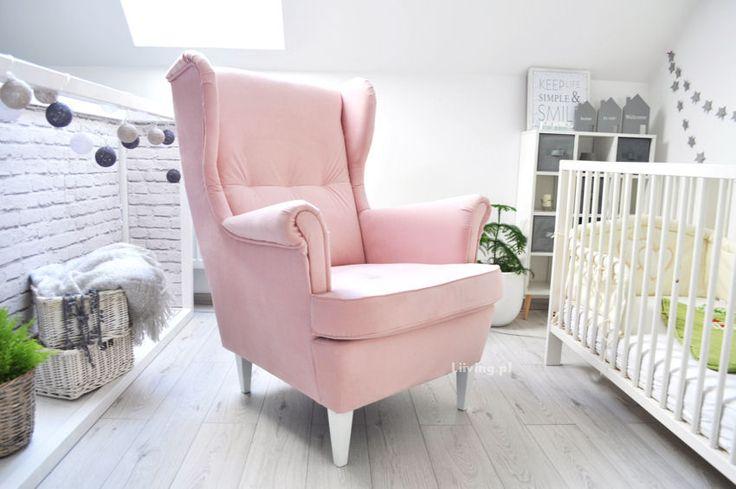 Fotel dla mam w różowym pudrowym kolorze.Fotel piękny idealny do pokoi, tkanina łatwozmywalna , bardzo wytrzymała