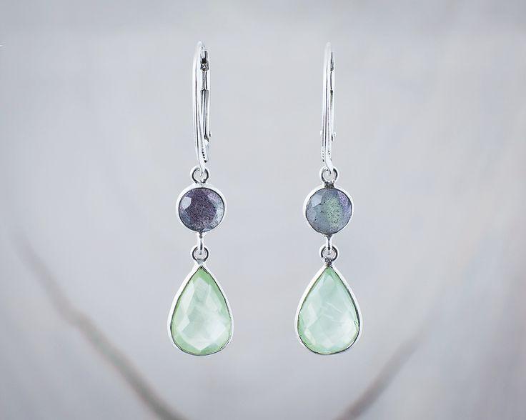 Kolczyki z kamieniami w pastelowym zielonym odcieniu.  #kolczyki #kamienienaturalne #zielony #pastelowy #srebro