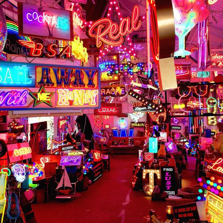 I spent some time at the amazing God's Own Junkyard today. This neon heaven is also home to The Rolling Scones Cafe. Definitely worth a visit if you're in the area.
