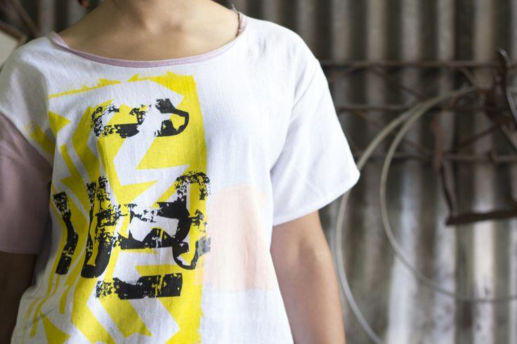 el Color nos apasiona, estampas realizadas en serigrafia con tintas al agua. t-shirt: Yeah! facebook: https://www.facebook.com/costuralateral/ Instagram: https://www.instagram.com/costuralateral/ twitter: https://twitter.com/costuralateral