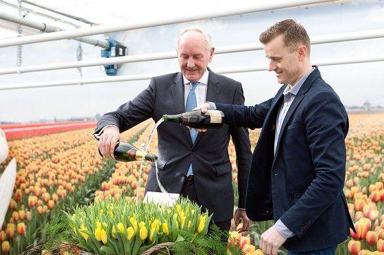 medemblik: golden dragon Tulp gedoopt door de commissaris van de koning