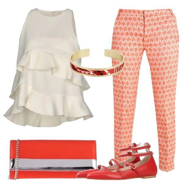 I pants 7/8 hanno una particolare stampa, sono abbinati al top avorio con volants, alle flats con cinturini e la pochette rossa e argento, completa il bracciale con particolari scarlatti.
