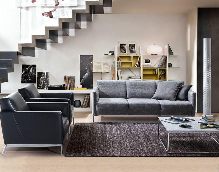 Selkeälinjaiset nojatuolit ja sohva tuovat olohuoneeseen ryhtiä