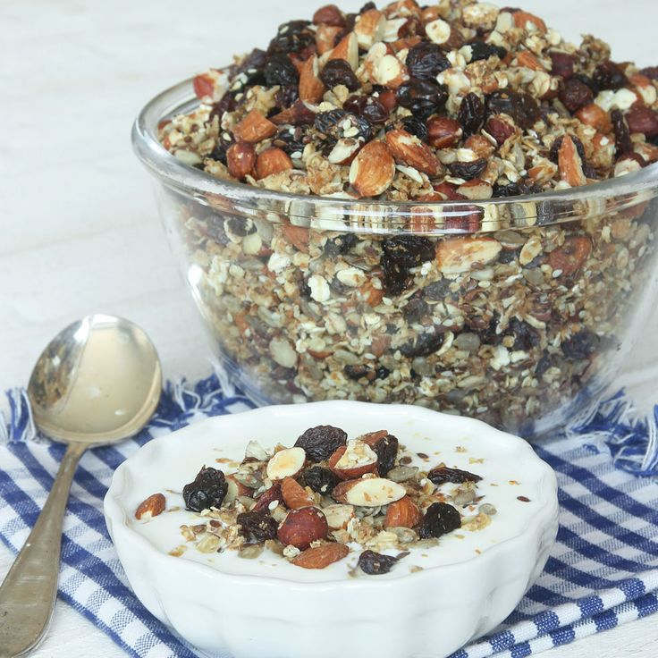 Nyttig, supergod müsliblandning helt utan tillsatt socker. Nötter, mandlar och frön ger ett härligt tuggmotstånd och rostningen gör granolan lätt knaprig.