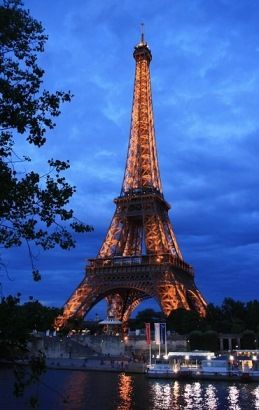 What is the right season to travel to Paris? Is it really wise to go there during the summer holiday? Read all about it in Paris Travel Tips.