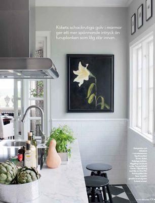 Classic modern mix kitchen. Carrara, white tiles, grey wall, artwork, black, checked floor, harlequin floor. Inspiration for my kitchen.