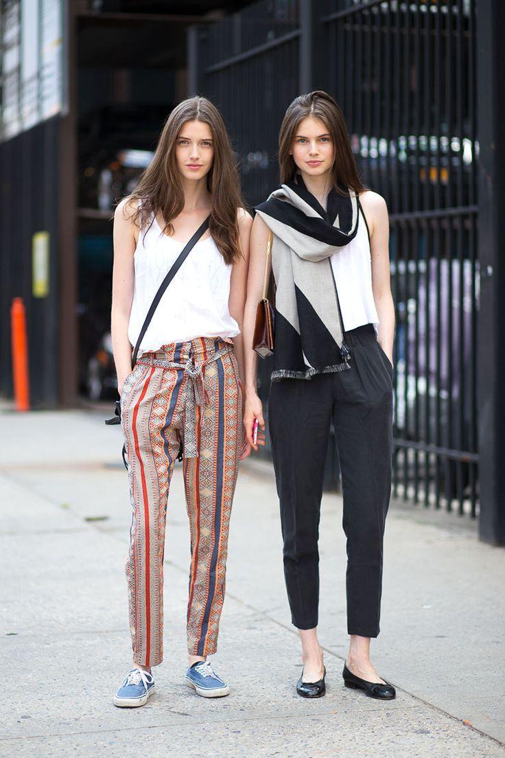 Stil Önerisi: New York sokaklarından ilham aldık! Rahat ve şık bir ofis stili için Casual Pantolon + Ceket + Babet.   Tüm marka ve modeldeki kumaş pantolonlar --> http://brnstr.co/BSpantolon  #ofisstili #muse #newyork #streetfashion   #casual #kadin #giyim #moda #styletips   #want #musthave #womenspants #ootd   #trend #stylish #brandstore