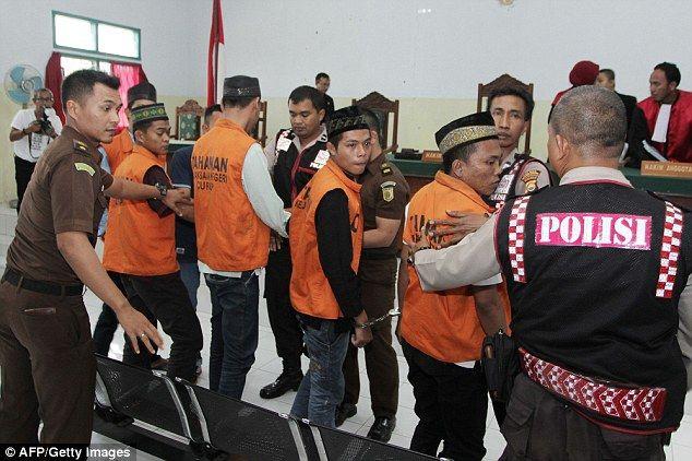 Una nuova legge è passata al parlamento indonesiano: i pedofili potranno essere castrati chimicamente o giustiziati.