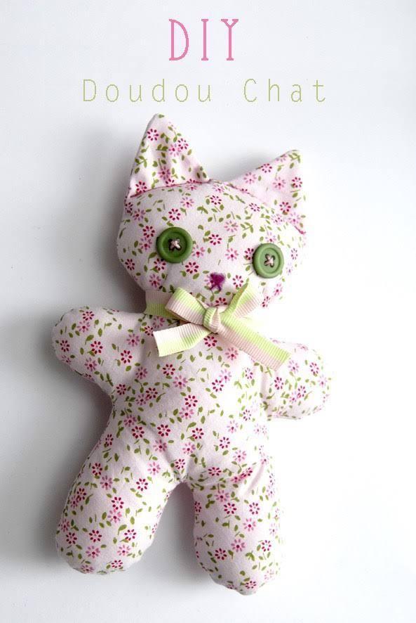 Barnabé le chaton est parfait pour débuter en couture. Alors pour toute celles et ceux qui aurait envie de se lancer un tuto spécial « j'ai jamais cousu de ma vie » Pour réaliser Barnabé le chato…