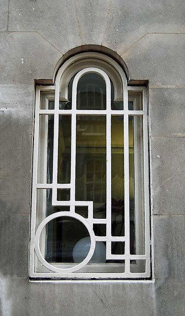 .Love this window, even if it looks like it belongs on playschool