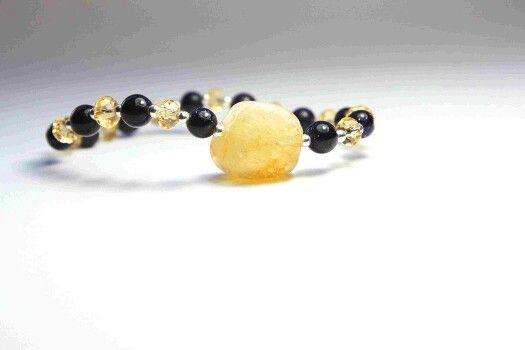 """La combinación del cielo estrellado """"Aventurina azul""""  con un trocito de sol """"Citrino"""", es el resultado de esta espectacular pulsera de la colección DAY & NIGHT.   POUSA DURANY  http://pousadurany.com/pulsera-de-citrino-con-aventurinas-azules-y-con-cristal-de-roca-dorado/"""