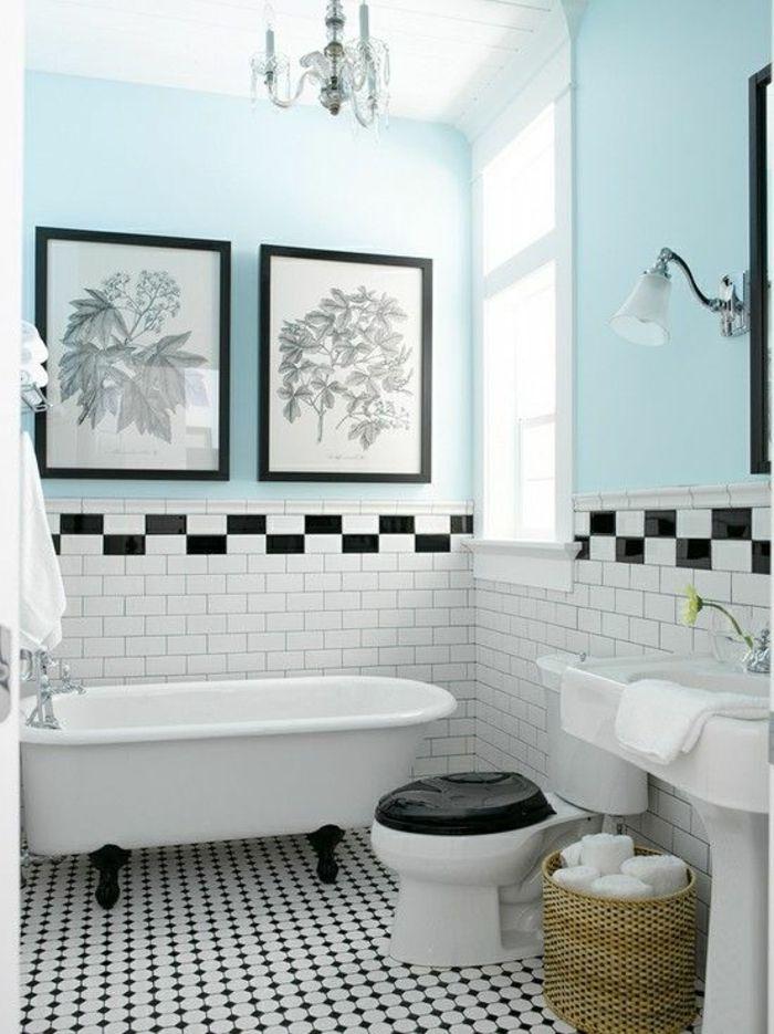 salle de bain avec carrelage blanc, mur de couleur bleu-ciel, peinture murale, salle de bain rétro
