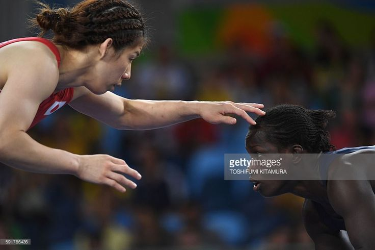 Japan's Saori Yoshida (red) wrestles Senegal's Isabelle Sambou (blue) in their women's 53kg freestyle final match on August 18, 2016, during the wrestling event of the Rio 2016 Olympic Games at the Carioca Arena 2 in Rio de Janeiro. / AFP / Toshifumi KITAMURA