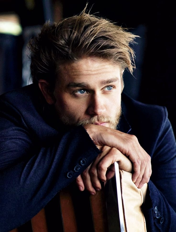 Charlie Hunnam, too hot for words!!