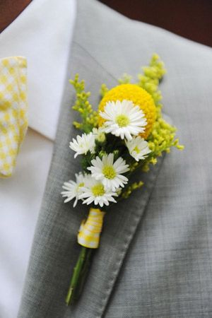 Groom's boutonniere with wild flowers.