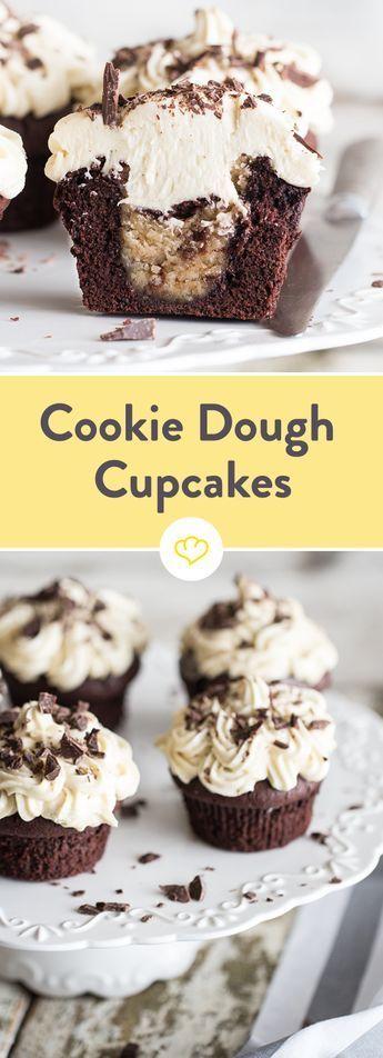 Das Geheimnis liegt im Inneren: Schoko-Cupcakes mit Cookie Dough Füllung