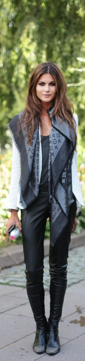 Love the scarf! Love the whole look! Is this something you'd wear??