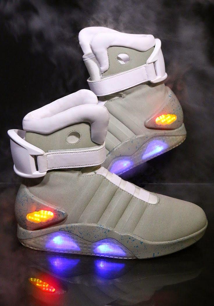rogeriodemetrio.com: Official BACK TO THE FUTURE II Light Up Shoes
