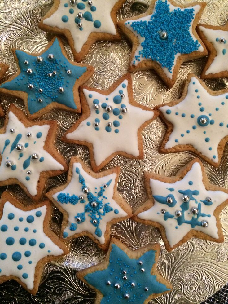Star shaped decorated cookies
