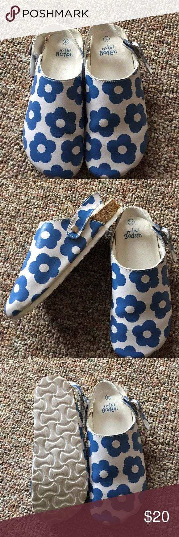 Mini Boden clogs for girls, 32, poppies Very gently pre worn clogs from mini Boden , size 32. Blue and white poppies. Mini Boden Shoes Sandals & Flip Flops