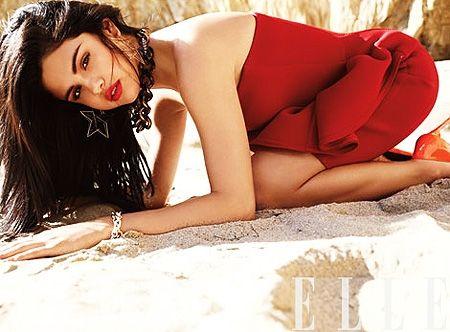 Svolta sexy per la 19enne Selena Gomez: foto - Foto e Gossip by Gossip News