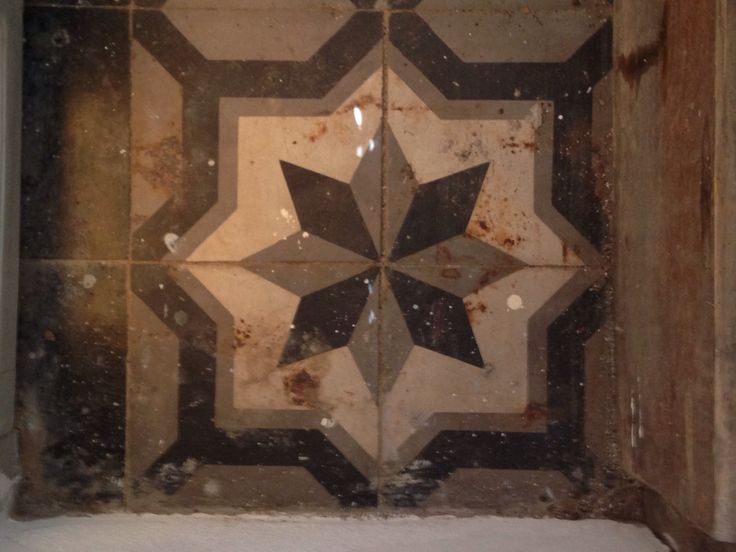 Antique tiling, Hidra