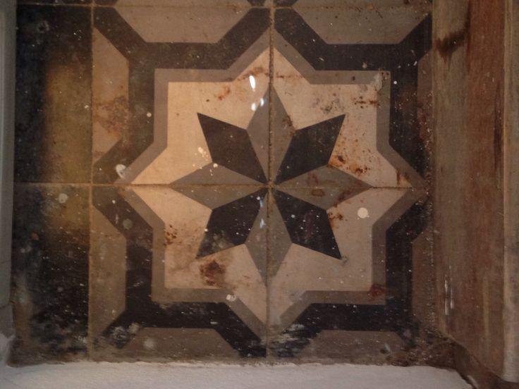 Antique tiling, Hidra