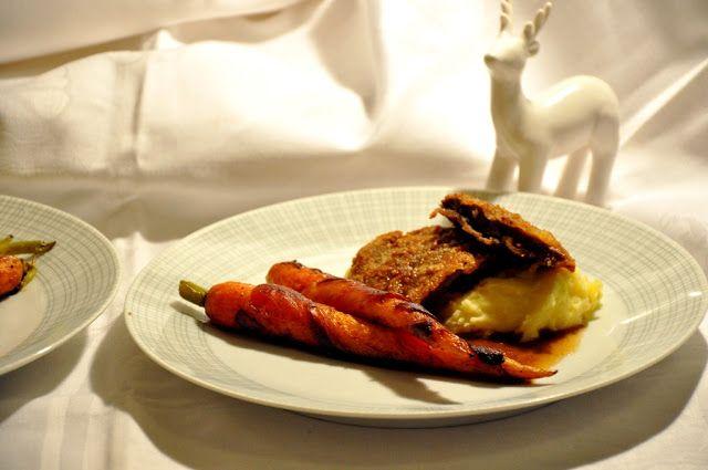 Festlicher Hauptgang: Wildschweinschnitzel in Haselnusspanade, Speck-Karotten, buttriges Kartoffelpüree