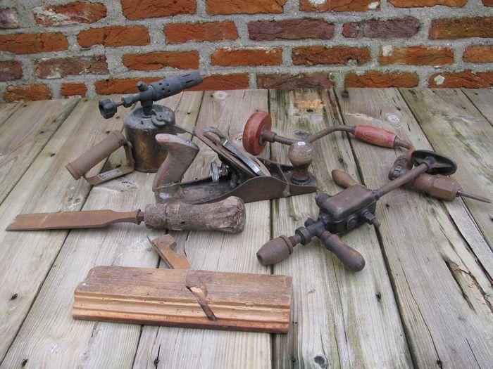 Online veilinghuis Catawiki: Lot oud timmermansgereedschap bestaande uit 6 items