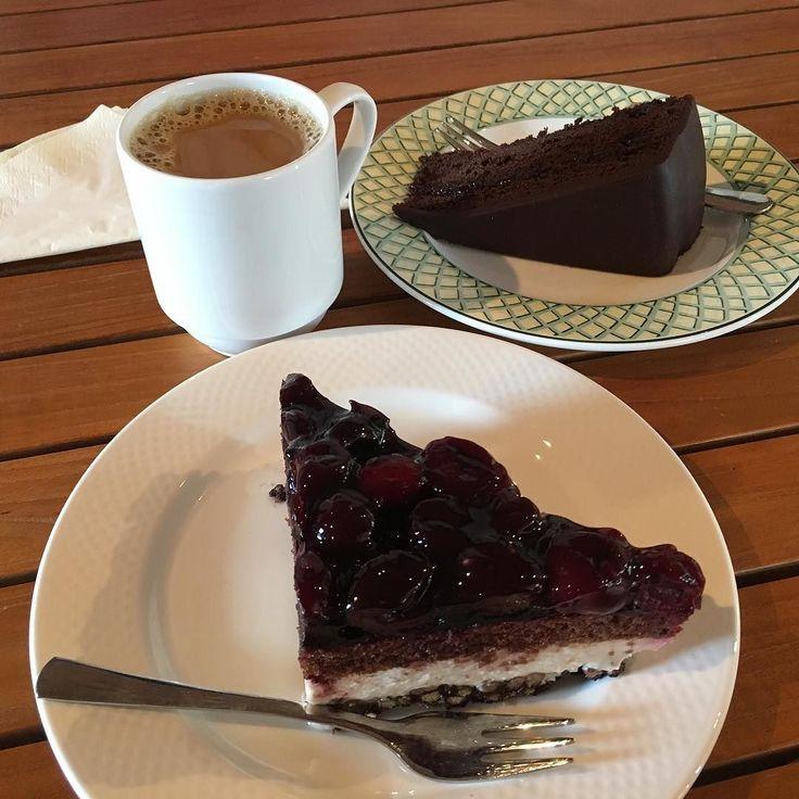 Nachtisch: Sachertorte Schwarzwälder Kirschtorte und ein Pott Kaffee im CaféGut beim Tag des offenen Denkmals - Rittergut Lucklum #TagDesOffenenDenkmals #RittergutLucklum #Braunschweig #Rittergut #Lucklum