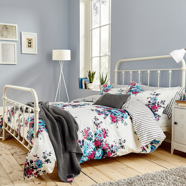 Discover the Joules Charlotte Cream Floral Duvet Cover - King at Amara