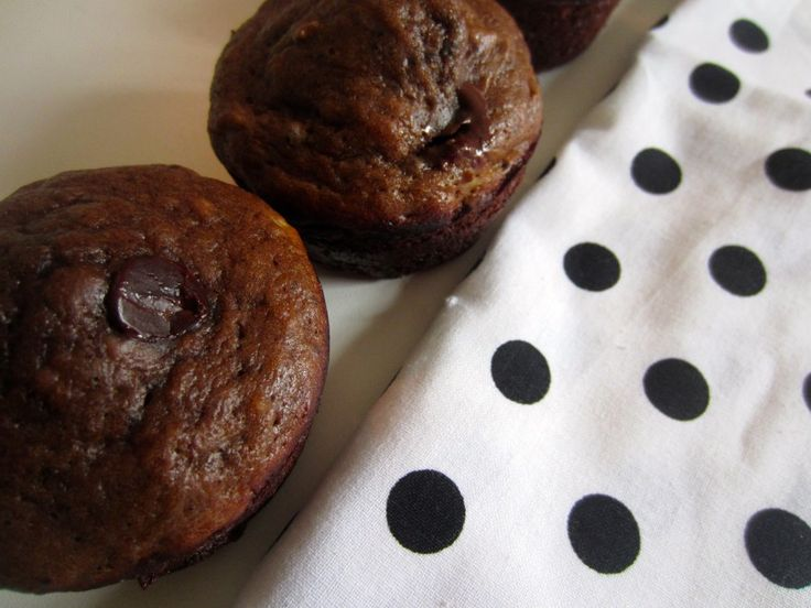 Chocolate Banana Protein Muffins - the ONLY baked good with protein powder I've had that tastes delicious - no weird texture. SO good and perfect for an on the go breakfast. www.homebeccanomics.com