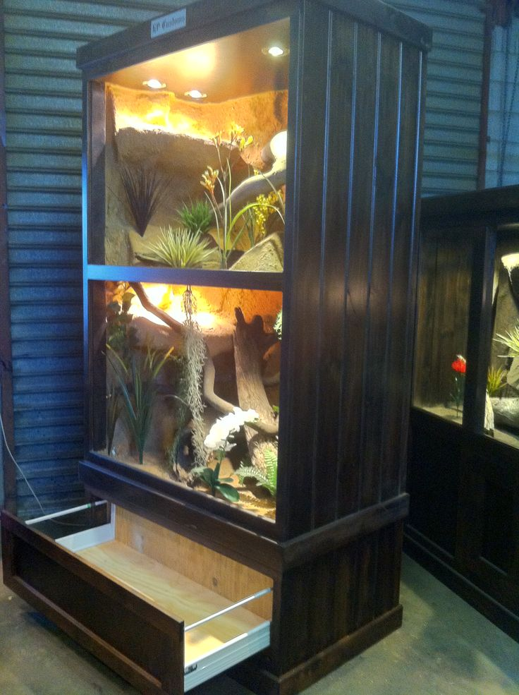 https://www.facebook.com/pages/HP-Customs-Custom-Reptile-Enclosures/572704122760765