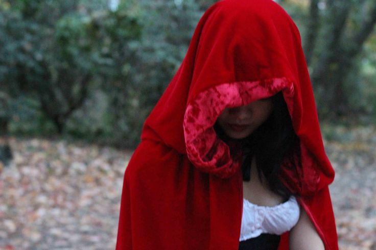 DIY Halloween Costume, Red Riding Hood Cape, details at www.thatsewcute.com