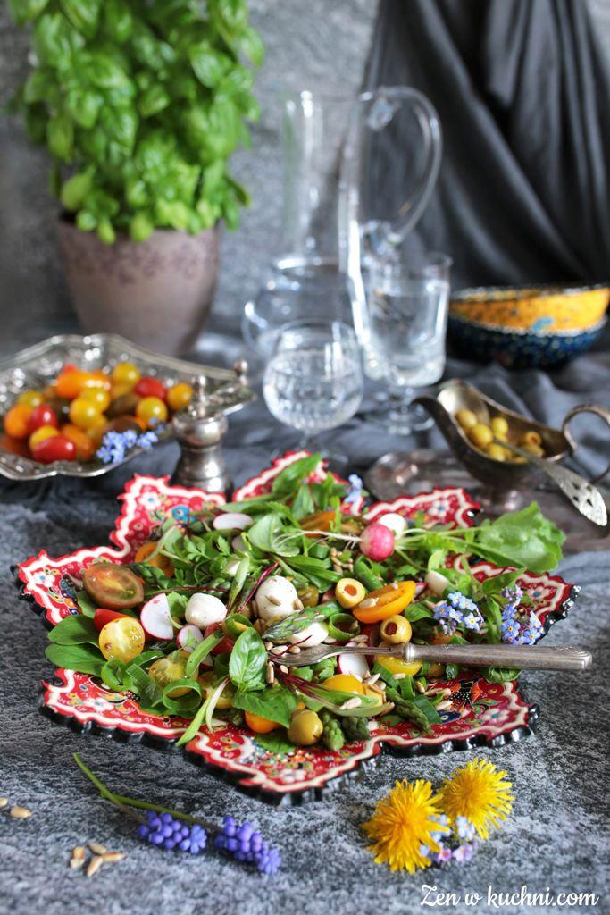 Sałatka wiosenna z mozzarellą i szparagami