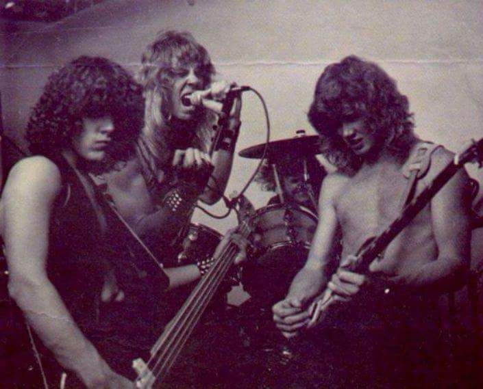 Metallica, 1982, the early days…. (from L to R): Ron McGovney (bass), James Hetfield (vocals/guitars), Lars Ulrich (drums) and Dave Mustaine (guitars).