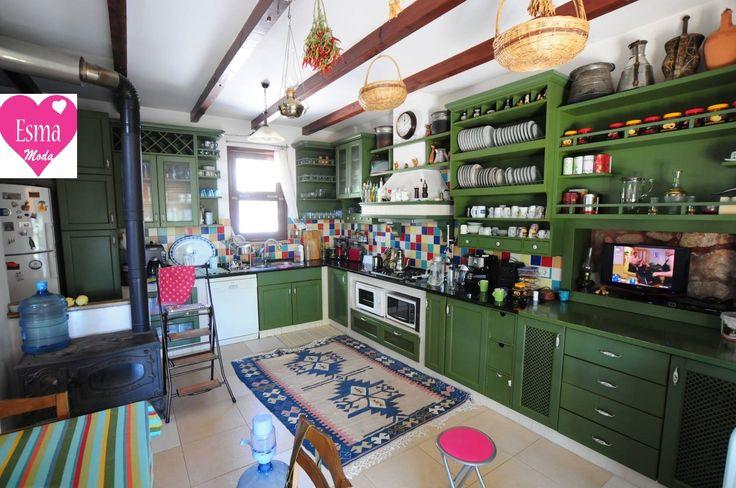 Gününün tamamına yakın zamanı mutfakta geçeren bayanların hayallerinde olan futfak dekorasyonu Amerikan mutfak diye tabir edilen salon ve ... http://esmamoda.blogspot.com.tr/2016/12/amerikan-mutfak-modelleri-2017.html