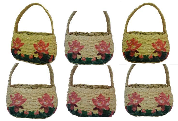 Tas Jinjing Motif bunga. Terbuat dari bahan kertas koran bekas.  Panjang : 24.5 cm  Lebar : 12 cm  Tinggi : 17 cm (Tidak termasuk gagang)  Gagang tas : 17 cm