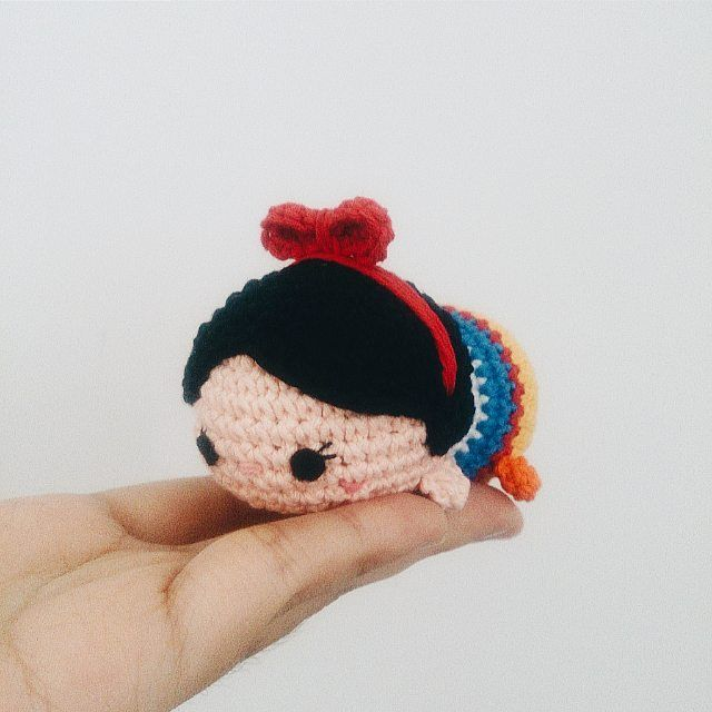 Snow white tsum-tsum #amigurumi #snowwhite #tsumtsum #disney #crochet #handmade #princess #bonekarajut #souvenir #keychain #gift