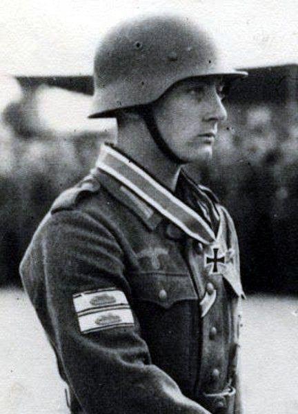 Ritterkreuzverleihungszeremonie_Hans_Baindner.jpg 432×600 pikseliä