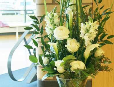 Elegant corporate floral display for a reception desk for offices, a hotel or restaurant. Florissimo | Shropshire