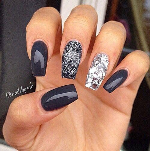 Маникир / Интересантан маникир - комбинација сивог лака са шљокицама и кристалима / Grey, silver, sparks, manicure, nails, nail polish
