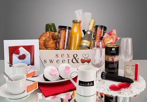 Desayuno Erótico para Mujer. Un regalo perfecto para sorprender, degustar y disfrutar con tu pareja http://www.sensacionesloveshop.com/producto/desayuno-erotico-mujer