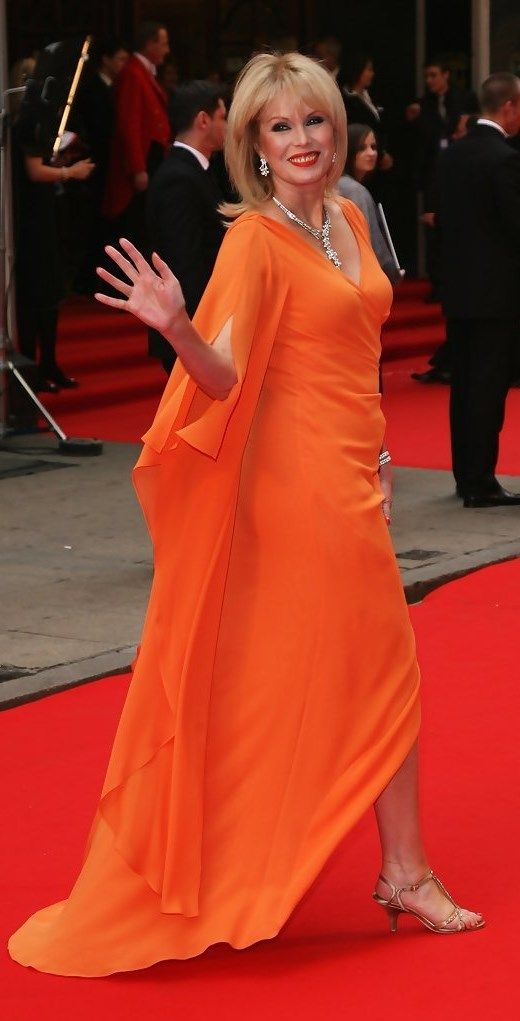 Joanna LUMLEY - love this woman, a class act through and through. Straight talker, sophisticated and intelligent + ageing soooo gracefully! Pass me a  bolly darling ;)